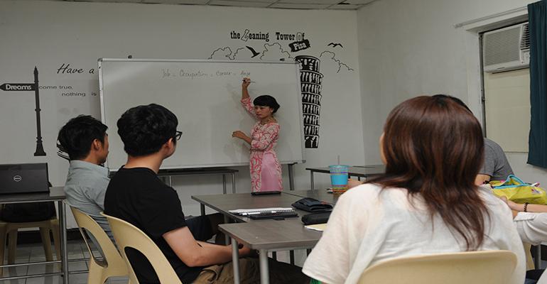 Học viên Việt Nam Tracy chia sẻ kinh nghiệm giảng dạy Tiếng Anh sau khóa học Tesol