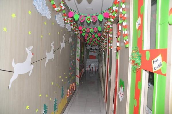 Công tác chuẩn bị chào đón Giáng sinh tại trường Anh ngữ CIA