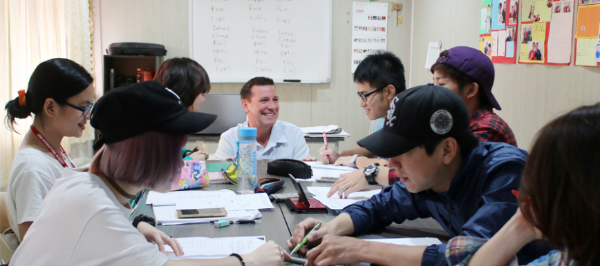 Lớp học với giáo viên bản ngữ